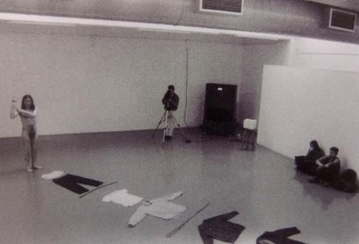 Relació, 1997, acció de Joan Caselles a la facultat de Belles Arts.