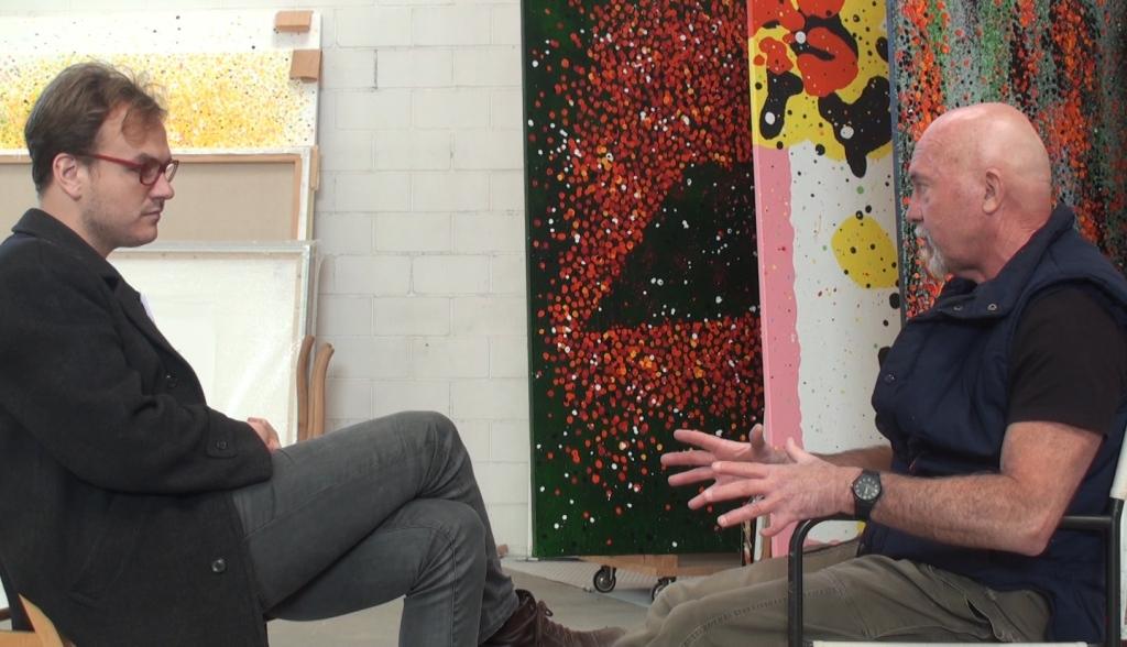 Ferran Garcia Sevilla en un moment de l'entrevista al seu taller.