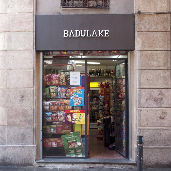 Badulake, C/Joaquim Costa esquina Valldoncella