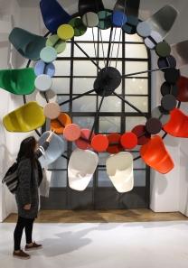 Instal·lació amb objectes de CasaVitra, per Hella Jongerius
